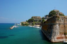 Corfu old fortress The beautifully preserved Old Town of Corfu, is a UNESCO world heritage site, where Renaissance, Baroque and Classical cultures come together and fuse with local artistic traditions. Beautiful Places In The World, Oh The Places You'll Go, Corfu Holidays, Monaco, Greek Island Holidays, Melbourne, Corfu Town, Corfu Greece, Crete