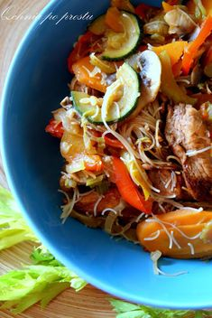 Home-made Chinese food - soya chicken with rice noodles Chicken Rice Noodles, Chinese Food, Japchae, Pasta, Homemade, Vegetables, Ethnic Recipes, Fit, Home Made