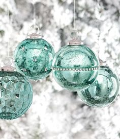 Tiffany blue and white Christmas Decorations Shabby Chic Christmas, Coastal Christmas, Noel Christmas, Winter Christmas, All Things Christmas, Vintage Christmas, Christmas Bulbs, Victorian Christmas, Christmas Decorating Ideas