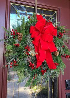 Greenery Wreath, Hydrangea Wreath, Blue Hydrangea, Holiday Wreaths, Winter Wreaths, Holiday Decor, Christmas Design, Rustic Christmas, Christmas Window Display