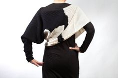Original Poncho whith a single sleeve. Line Shopping, Knitted Poncho, Fasion, Hand Knitting, Knit Crochet, Men Sweater, Pure Products, Wool, Black And White