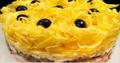 Очень интересный слоеный салат «Девчата» http://jemchyjinka.ru/2017/11/22/ochen-interesnyj-sloenyj-salat-devchata/