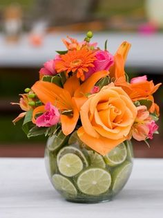 What a great idea to use a clear vase and limes!  DIY Wedding Centrepieces