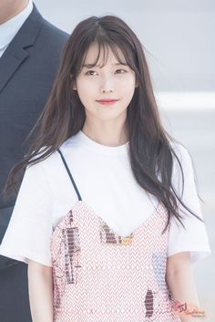 So cuteeee 😍♥ Korean Girl, Asian Girl, See Through Bangs, Korean Bangs, Iu Fashion, Foto Pose, Hairstyles With Bangs, Iu Hairstyle, Korean Actresses