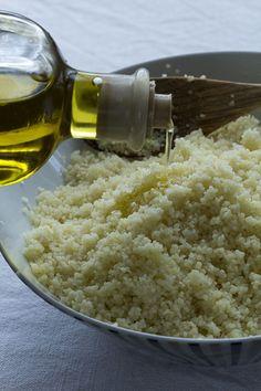 El cous cous, cuscús o llamado antiguamente alcuzcuz es un alimento que consiste en granos de sémola (harina gruesa, poco molida) de trigo duro de medio milímetro al ser cocinada. Con él se pueden pre
