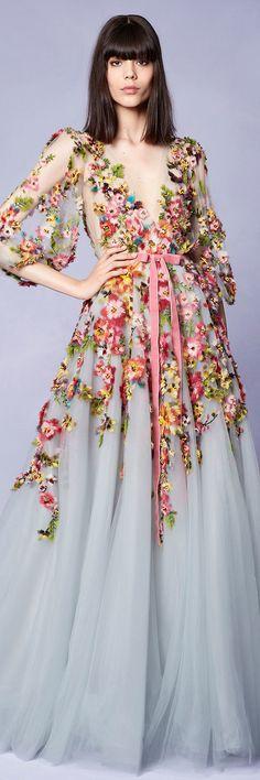 Marchesa Resort 2018 Collection---divino vestido largo! Femenino y romántico