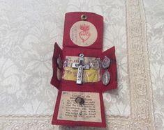 Catholic Leather Folder Saints Medals Scapular Italian Prayer Pocket Icons ~Vintage Soldier's Estate Catholic Crafts, Catholic Prayers, Prayer Box, Prayer Cards, Seven Sacraments, Angelic Symbols, Vintage Holy Cards, Leather Folder, Holiday Crafts
