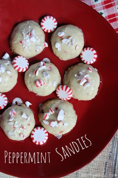 Peppermint Sandies Cookies #recipe - RecipeBoy.com