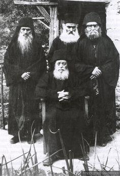 Διηγήσεις για τα ευλογημένα γεροντάκια των Κατουνακίων | Σύναξη Νέων Παλαιοχωρίου Prayer For Family, Long Beards, Orthodox Christianity, He Is Risen, Orthodox Icons, Vintage Photographs, Priest, Saints, Religion