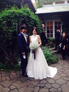 この夏、装花とブーケをお届けした、 シェ松尾松濤レストラン様の花嫁花婿さまより、 素敵なお写真をいただきました。  わあって驚いているご新...