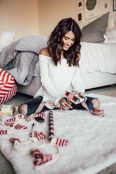 Christmas present wrapping @burtsbees #givethegiftofnature @walmart