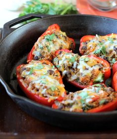 Vegetarian Black Bean, Sweet Potato, & Quinoa Stuffed Bell Peppers replace cheese with vegan cheese Clean Recipes, Veggie Recipes, Whole Food Recipes, Vegetarian Recipes, Cooking Recipes, Healthy Recipes, Lunch Recipes, Thai Cooking, Cooking Steak