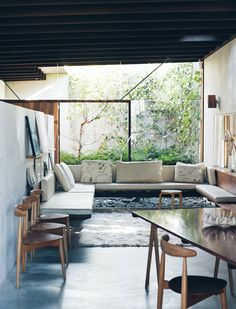The Brisbane home of Geraldine Cleary. Photo by Jared Fowler. Styling by Lucy Feagins via thedesignfiles.net