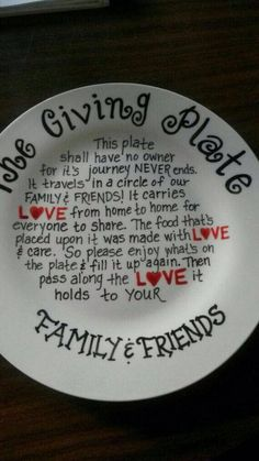 The giving plate sharpie DIY. Great for giving holiday Christmas cookies and snacks on! Diy Christmas Gifts, Holiday Crafts, Fun Crafts, Diy And Crafts, Christmas Plates, Spring Crafts, Christmas Lights, Christmas Cookies, Holiday Decor