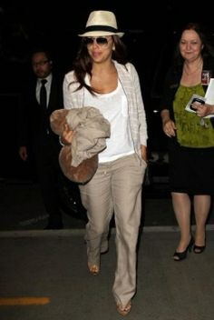 Look casual pour Eva Longoria à l'aéroport LAX #EvaLongoria #fashion