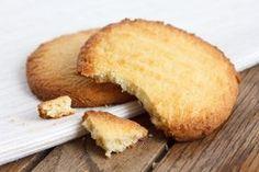 Receita de Biscoitos do Céu. Com uma massa leve e um toque adocicado, estes biscoitos irão conquistar a todos. Impossível comer um só!