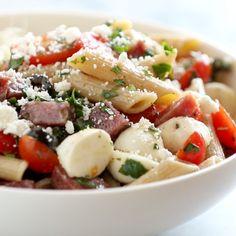 Italian pasta salad - with pasta, tomatoes, fresh mozzarella, spicy salami, Antipasto Pasta Salads, Easy Pasta Salad, Pasta Salad Italian, Pasta Salad Recipes, Pepperoni Pasta, Veggie Pasta, Cooking Recipes, Healthy Recipes, Desert Recipes