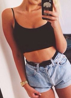 Her shorts are just like mom jeans Summer Outfits, Casual Outfits, Cute Outfits, Fashion Outfits, Womens Fashion, Sexy Bikini, Aeropostale, Crop Top And High Waisted Shorts, Moda Outfits