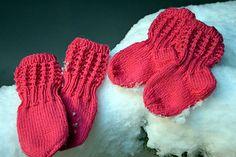 Ravelry: Lise-Loten pikkuiset sukat pattern by Paula Loukola Baby Barn, Baby Knitting Patterns, Knitting Socks, Baby Accessories, Knitting Projects, Mittens, Little Ones, Knit Crochet, Gloves