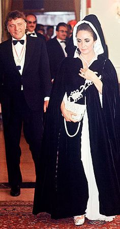 Elizabeth Taylor & Richard Burton at Grace Kelly's Birthday Party, Hollywood Couples, Hollywood Icons, Vintage Hollywood, Hollywood Glamour, Classic Hollywood, Elizabeth Taylor, Child Actresses, Actors & Actresses, Burton And Taylor