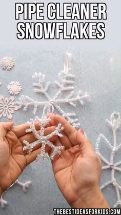Pipe Cleaner Snowflakes - These Pipe Cleaner Snowflake Ornaments Are ! pfeifenreiniger-schneeflocken - diese pfeifenreiniger-schneeflocken-ornamente sind Pipe Cleaner Snowflakes - These Pipe Cleaner Snowflake Ornaments Are ! Christmas Ornament Crafts, Snowflake Ornaments, Christmas Projects, Christmas Diy, Christmas Decorations Diy Easy, Christmas Crafts For Kids To Make At School, Simple Christmas Crafts, Diy Snowflakes, Snowflake Craft