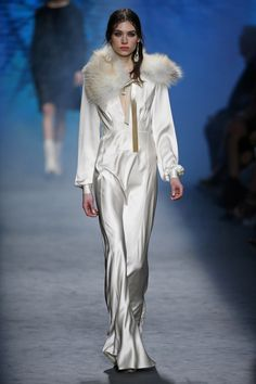 Alberta Ferretti | Ready-to-Wear - Autumn 2016 | Look 58 Runway Fashion, High Fashion, Womens Fashion, Fashion Brands, Alberta Ferretti, Lame Fabric, Leather Trench Coat, Autumn Winter Fashion, Lounge Wear