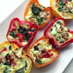 Stuffed Breakfast Peppers    Delish and low-calorie protein-packed way to start your day! #RecipeThursday