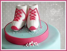 Ice Skating Birthday Cake By TheMagicalCupcakeCo CakesDecorcom Fondant Figures Tutorial, Cake Tutorial, Ice Skating Cake, Making Fondant, Foundant, Biscuit, Fondant Flowers, Cake Decorating Tutorials, Creative Cakes
