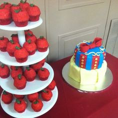 Snow White cake and apple cupcakes!