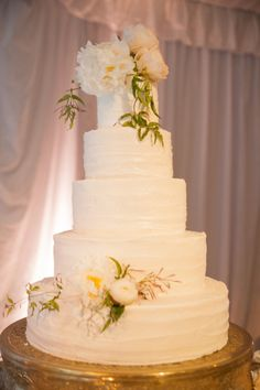 Large tiered cake: http://www.stylemepretty.com/oklahoma-weddings/2015/05/21/traditional-romantic-oklahoma-springtime-soiree/ | Photography: Candi Coffman - http://candiphoto.com/