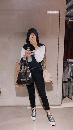 - Source by vidyaalfitri - Modest Fashion Hijab, Casual Hijab Outfit, Ootd Hijab, Hijab Chic, Muslim Fashion, Modest Outfits, Hijabi Girl, Girl Hijab, Fashion 2020