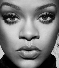 Rihanna has been busy! Here comes the Fenty Beauty Full Frontal Mascara to lift, lengthen and curl your lashes, PLUS Mascara, Eyeliner, Rihanna Fan, Rihanna Style, Rihanna Fenty Beauty, Rihanna Fashion, Sophia Loren, Black Pics, Divas