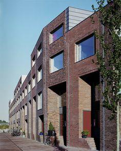 Zecc Architecten Utrecht: 25 houses along the Eemskanaal Groningen, the Netherlands