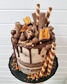 Chocolate heaven - Celebration cakes for women, Party organization ideas, Party plannig business Mini Desserts, Delicious Desserts, Chocolate Drip Cake, 40th Birthday Cakes, Chocolate Heaven, Drip Cakes, Love Cake, Pretty Cakes, Creative Cakes