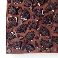 Σοκολατένιο γλυκό ψυγείου με 3 υλικά Dessert Recipes, Desserts, Animal Print Rug, Food Porn, Yummy Food, Sweets, Candy, Cookies, Chocolate