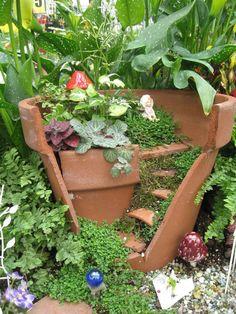 Stunning 30+ Magical and Best Plants DIY Fairy Garden Inspiration https://architecturemagz.com/30-magical-and-best-plants-diy-fairy-garden-inspiration/