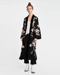 e642ed8a12f Το πιο chic κιμονό για την άνοιξη είναι στα Zara -Το φοράμε πάνω από κάθε  ρούχο