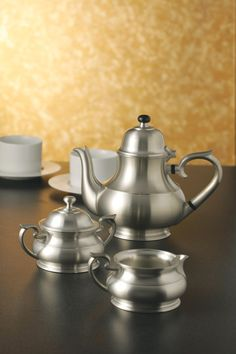 Tea Pot, Sovereign - The first collection to be produced in Royal finish. Dedicated to the Royal family, this collection matches well with other silverware. #pewter #RoyalSelangor #tea