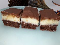 Bounty- prajitura cu nuca de cocos si ciocolata - NoiInBucatarie Dessert Recipes, Desserts, Tiramisu, Cooking, Ethnic Recipes, Cakes, Tailgate Desserts, Kitchen, Deserts