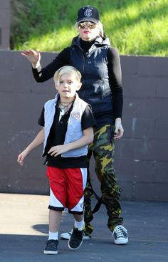 Kingston Rossdale Photos Photos - No Doubt singer Gwen Stefani and her husband Gavin Rossdale take their sons Kingston and Zuma out for lunch after a hike in Studio City, California on January 12, 2013. - Gwen Stefani And Family Out For Lunch In Studio City