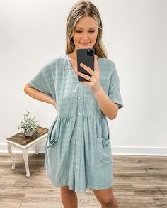 Throw on and go✨ Simple Outfits, Casual Outfits, Cute Outfits, Fashion Outfits, Cozy Fashion, Fashion Pictures, Spring Summer Fashion, Spring Outfits, Teaching Outfits
