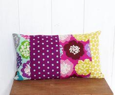 Housse de coussin bohème n°2 patchwork 30 x 50 cm Tissus fleurs , pois violet et losanges : Textiles et tapis par zig-et-zag