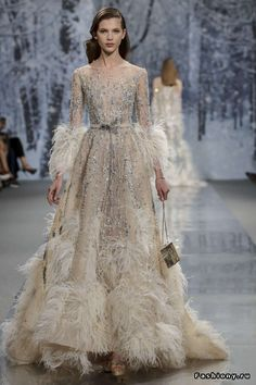 25 + ›Ziad Nakad Haute Couture FW - The Snow Crystal Forest - Ziad Nakad . - 25 + ›Ziad Nakad Haute Couture FW – The Snow Crystal Forest – Ziad Nakad Haute Couture - Style Haute Couture, Haute Couture Dresses, Runway Fashion, Fashion Show, Net Fashion, Different Wedding Dresses, Collection Couture, Feather Dress, Beautiful Gowns