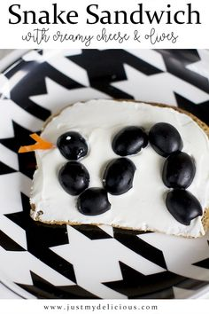 Open sandwich with olives snake and creamy cheese. Healthy, easy and fit for kids. Breakfast, lunch, snack or supper - you decide. Creamy Cheese, Cute Food, Food Styling, Food Art, Kids Meals, Snake, Food Photography, Sandwiches, Cheese Party