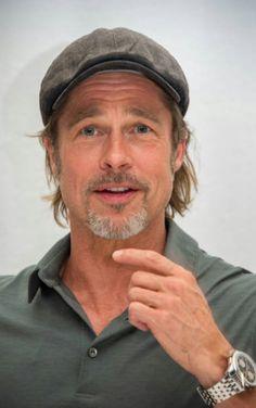 Good Looking Actors, Good Looking Men, Brad Pitt Style, Flat Hats, Older Men, Man In Love, Zoro, Jennifer Aniston, Best Actor