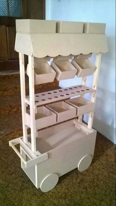 Discover thousands of images about carro dulcero mdf candy bar mueble dulces altura Candy Table, Candy Buffet, Candy Bar Party, Wood Crafts, Diy And Crafts, Sweet Carts, Candy Cart, Candy Shop, Wood Toys