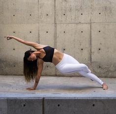 @alissayoga in The Luminous Legging #yoga #inspiration #aloyoga