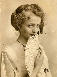 I want to frame this picture of actress Maude Adams (c.1900) and display it somewhere in my room.