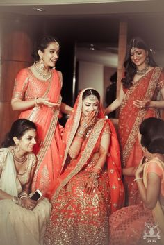 We got wedding outfit ideas for the bride's best friend from all the outfits B Town celebs wore this season! Bridal Poses, Bridal Photoshoot, Saris, Indian Dresses, Indian Outfits, Indiana, Indian Wedding Photography Poses, Photography Ideas, Indian Wedding Poses