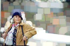 'Nubosidad variable', in het Nederlands belegen vertaald als 'Spaanse vrouwen, bewolkte luchten' door De Geus, is een briefroman tussen twee vrouwen van middelbare leeftijd die na een intense vriendschap op school elk hun eigen weg zijn gegaan. Nu ze vastzitten in hun eigen leven, ontmoeten ze elkaar weer op een drukke receptie en pikken al schrijvend de draad van hun vriendschap weer op. Gaítes roman zit ingenieus in elkaar, jammer dat er behalve deze roman maar één andere werd vertaald.